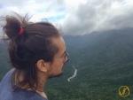 Eric geniesst die Aussicht vom Taikoiwa Berg.