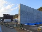 Tsunami Mauer im Bau