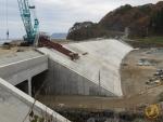 Tsunamidamm im Bau